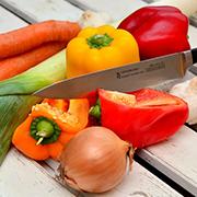 Manger varié, équilibré et sainement ne suffit malheureusement pas. Les compléments alimentaires comme le SynerBoost, le SynerStem et l'AlphaOne du groupe SynerJ-Health de Jacques Prunier peuvent alors nous aider à prendre soin de notre santé.
